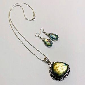 ⭐️HOST PICK Golden Green Labradorite Necklace Set